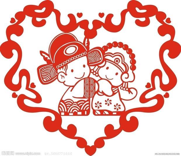 Una coppia di sposini in abito tradizionale